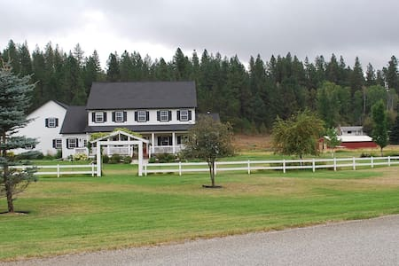 River Glen Farmhouse - Colbert