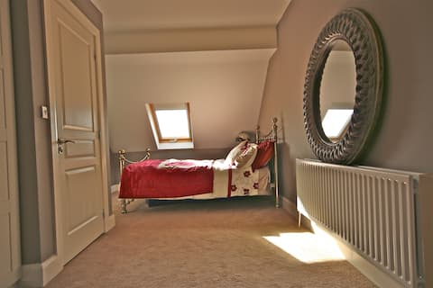 Spacious suite in Spiddal