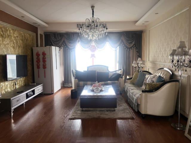 豪装三室两厅高档小区 - 洛阳 - Talo