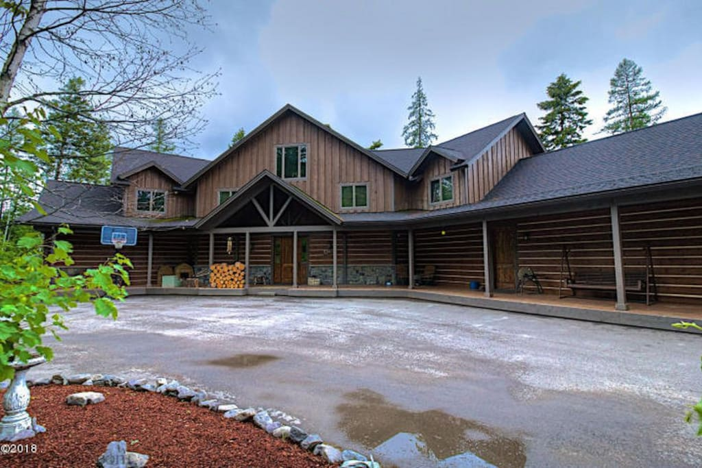 Big Cedar Lodge - Front of home and Porch