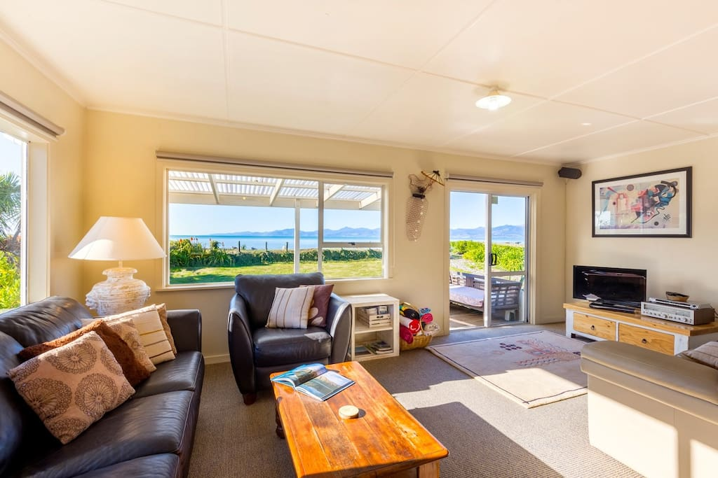 Comfortable Sunny Living Room with Freeview TV & WiFi (from October 2016)