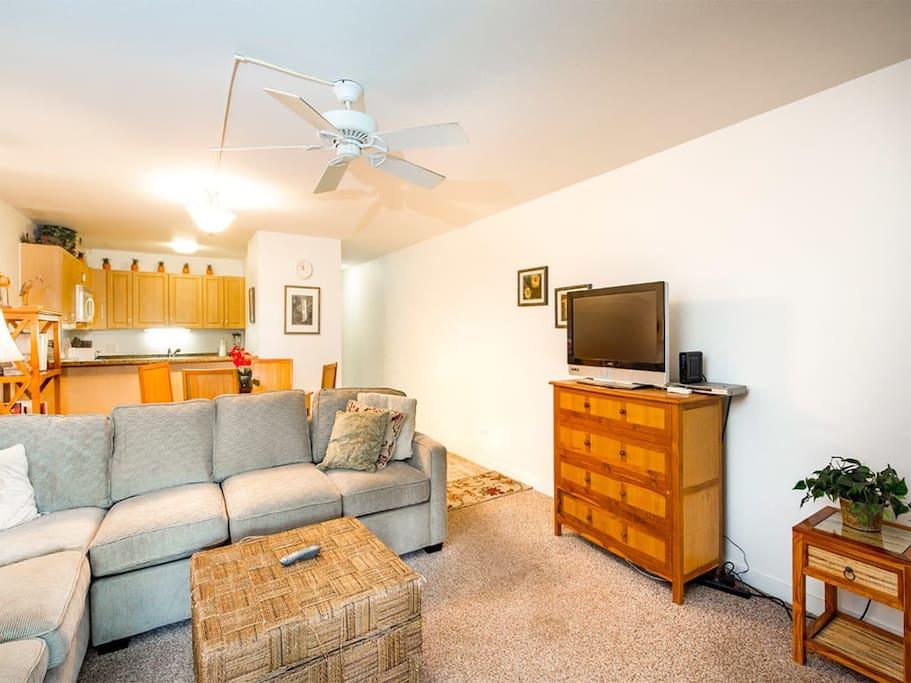 kamaole-1st-4112-living-room-03.jpg
