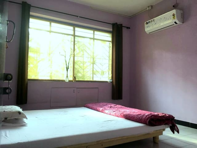 Large Sunny, quiet A.C. room facing lush green