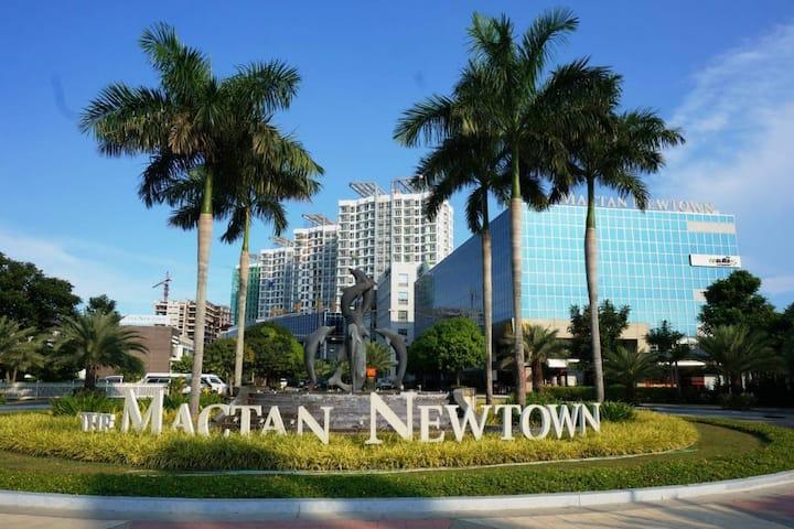 8 Newtown Boulevard