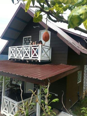 Rania Lovely Hut, Kundasang - Kundasang - Chalet