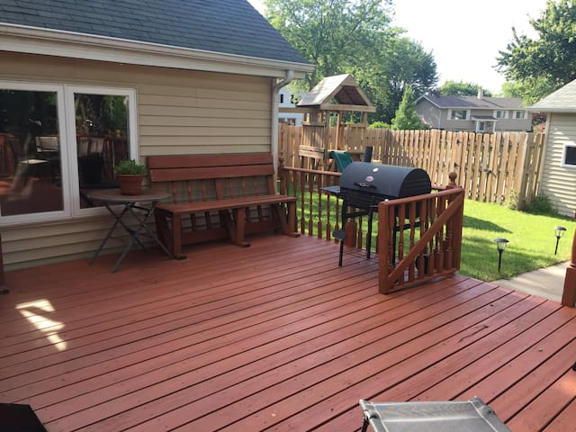 All guests may enjoy the back deck!