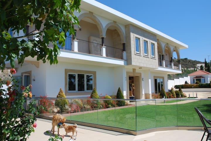 Stunning Hillside Residence in  Kato Drys