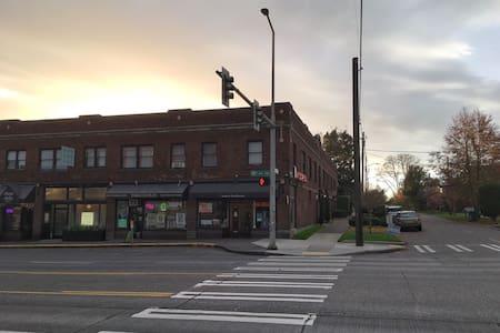 Vintage Ballard Escape!!! - Seattle