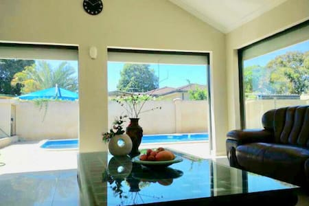Near Airport | 5 Star Stay | CleanTidy | Fast WiFi
