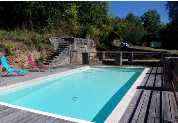 Espace et detente : ancien Couvent avec piscine