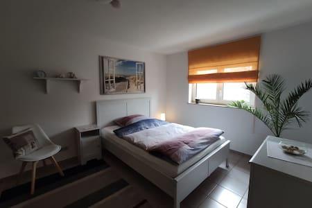 Moderne 2 Zimmerwohnung (+eigener Zugang)
