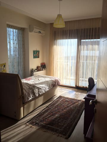 Room for rent in İzmir - Bayraklı - Hus