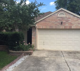 Neat Stone Oak 2 BR home, sleeps 4 to 6
