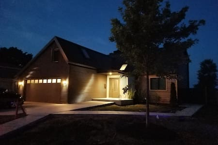 Open plan lake home perfect for family & friends! - Σπίτι