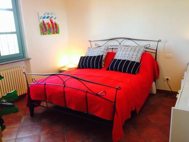 Bedroom 1.60cm bed