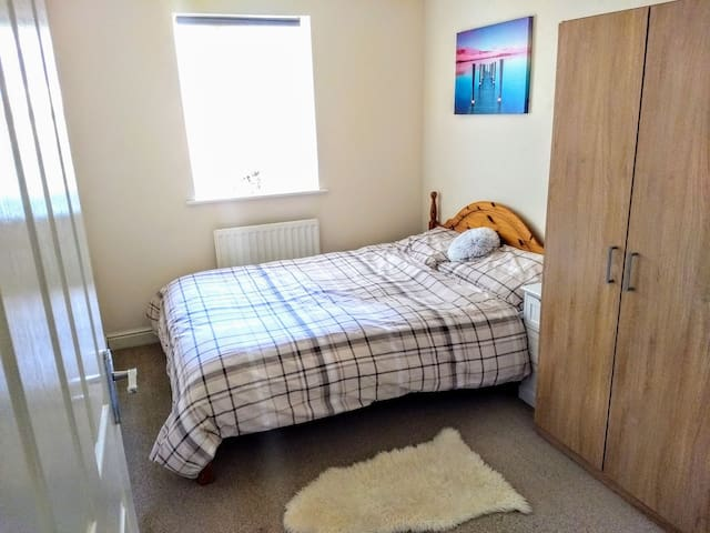 Peaceful and clean double room next to canal