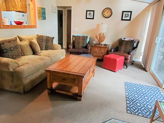 Manzanita House - Easy access from Highway 108