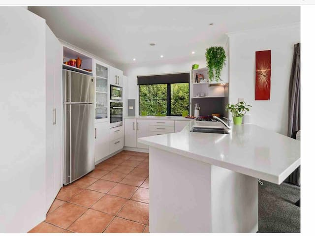 Modern easy kitchen to work in. Lovely view while preparing your meals.