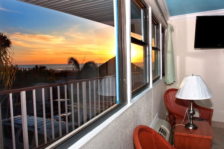 Superior Gulf View Suite: 2 Queen Beds and 1 Sleeper Sofa