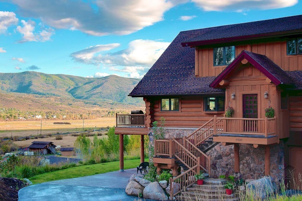 If you're looking for panoramic mountain and valley views, the Valley Vista is the home for you.