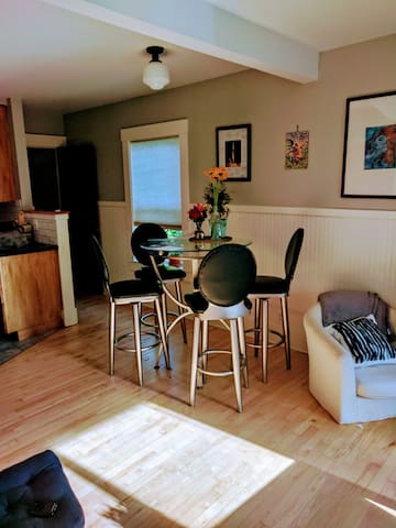 Private Bedroom close to Airport and Seattle!