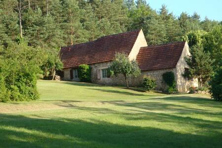 Belle maison de vacances en Aquitaine avec un grand jardin