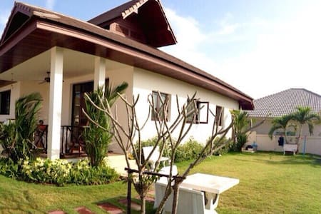 Cozy holiday villa on the hill - Thap Tai