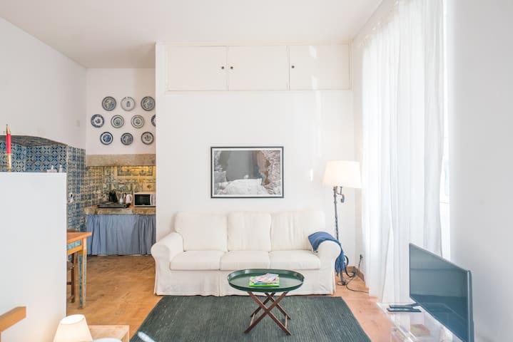 Amendoeira's Traditional Studio