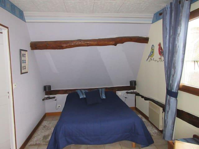 Ferme des Simons - chambre Bleuet - Martagny