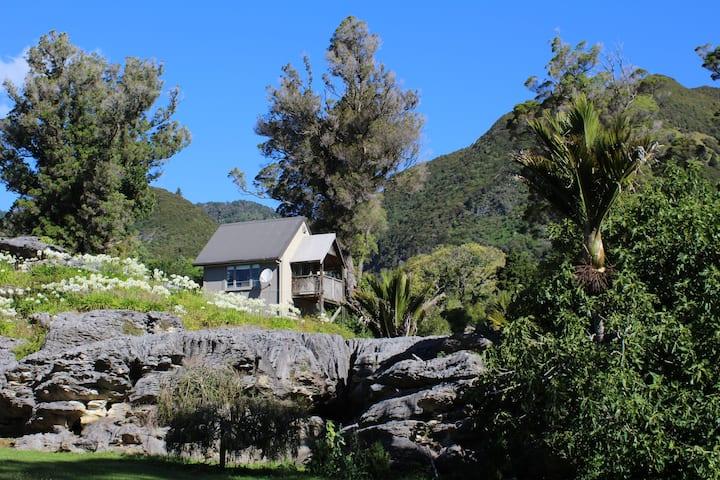 Tomo's Edge, stunning limestone setting