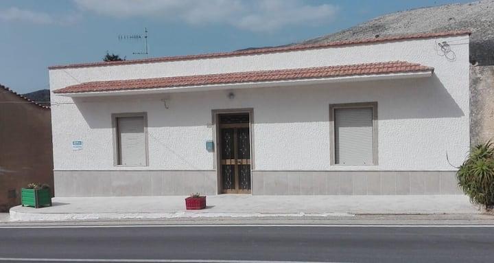 Casa con Giardino e Garage a Custonaci