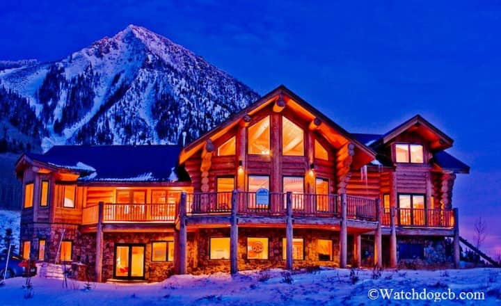 Ski In/Out! 5 Bedrooms, 4.5 Baths Home! Hot Tub!
