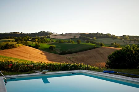 Gelsi Villa - Stunning Country Farmhouse with Pool
