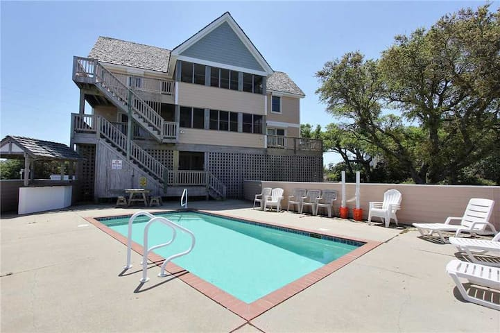 Comfortable inside and out, close to 4x4 beach access w/Pool&HotTub, PetFriendly