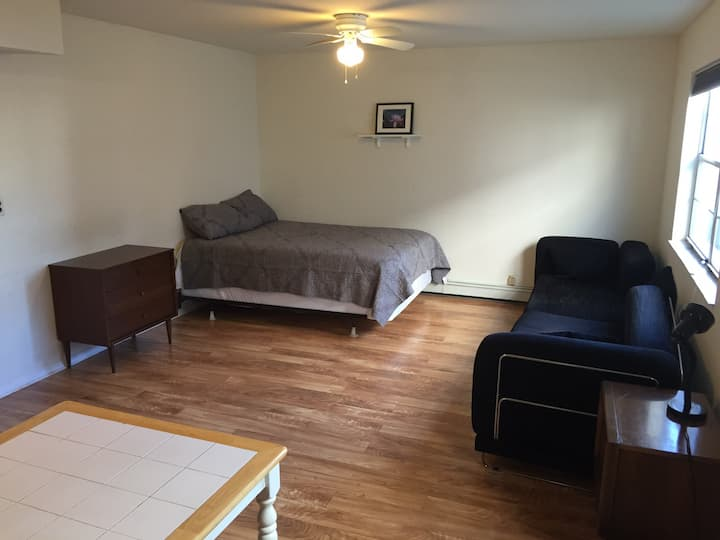Spacious & Comfortable Suite w/ Private Entry/Bath