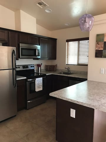 Charming and efficient 1-bdrm unit with garage