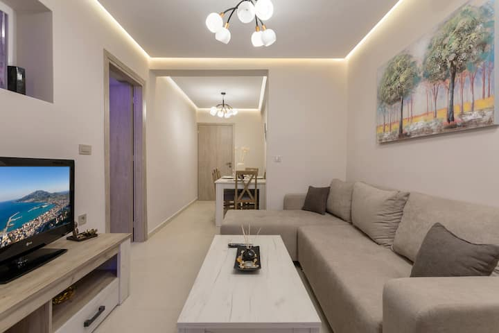 Evia's Apartment - New Apartment In Town!