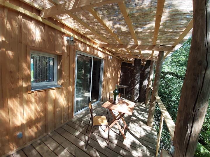 Cabane dans les bois proche de la plage de la Hume