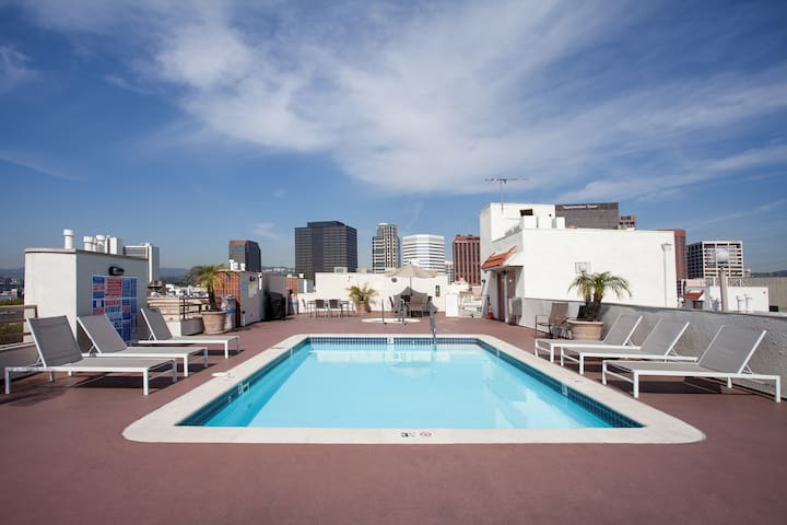 1BR Apt. with Rooftop Pool/Jacuzzi