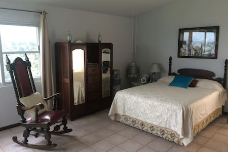 Master Suite with Private Deck - Guaynabo - Casa