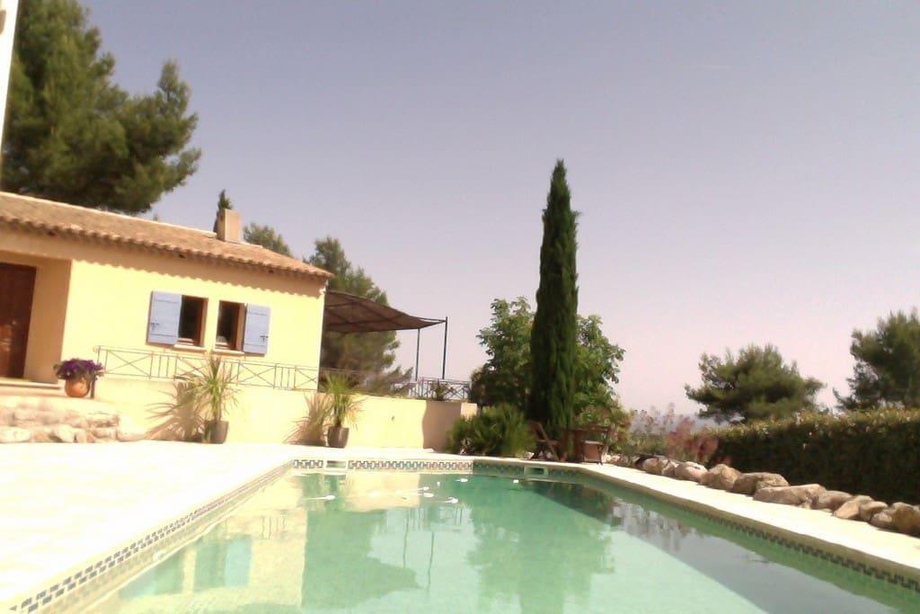 du pool house, vue sur la maison coté cuisine