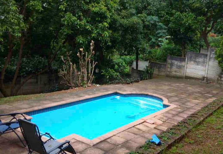 Swimming pool, Modern Luxury 3 bedroom house