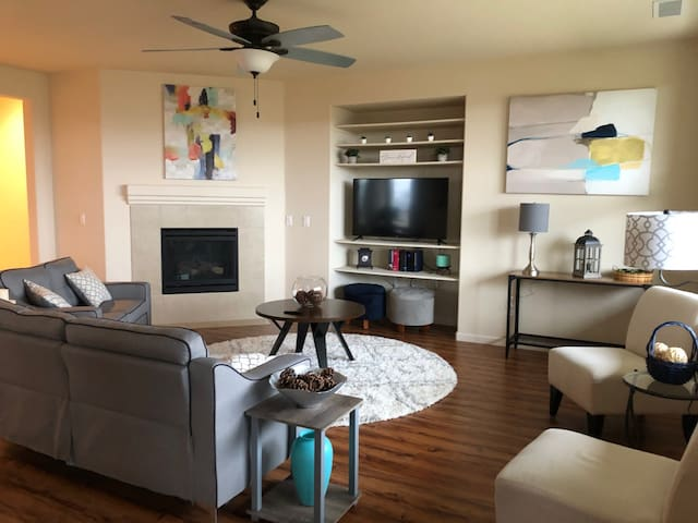 CLEAN MODERN PRIVATE HOME 28 MI FROM TAHOE/TRUCKEE