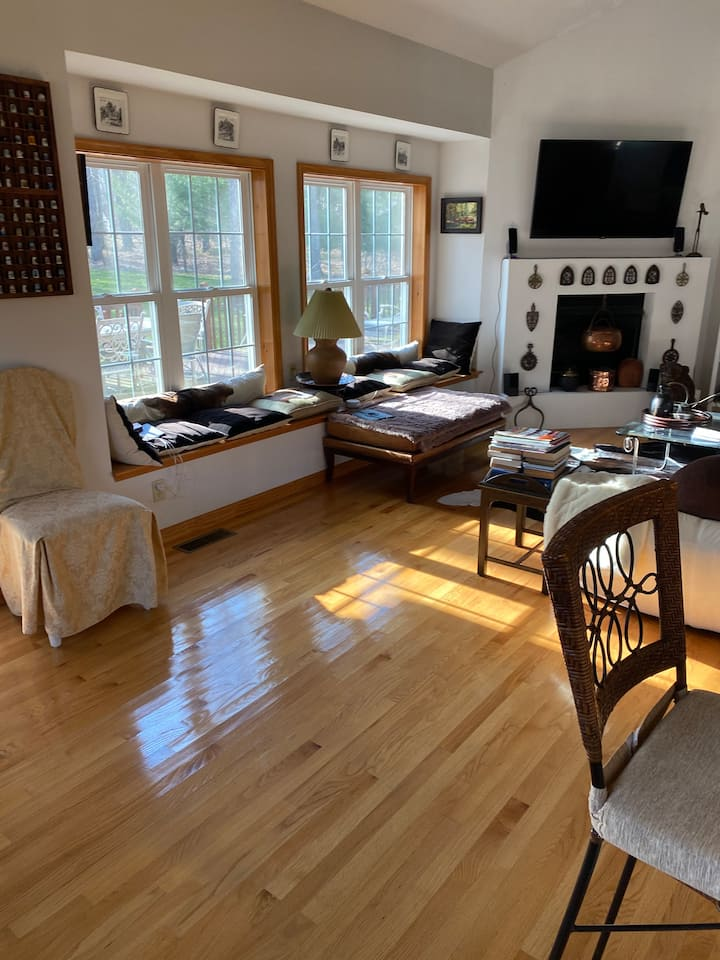 Big, modern house for rent In Pocono for Oct-Dec