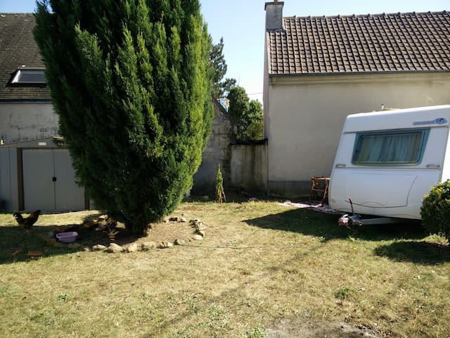 caravan , camp , tente , grand jardin