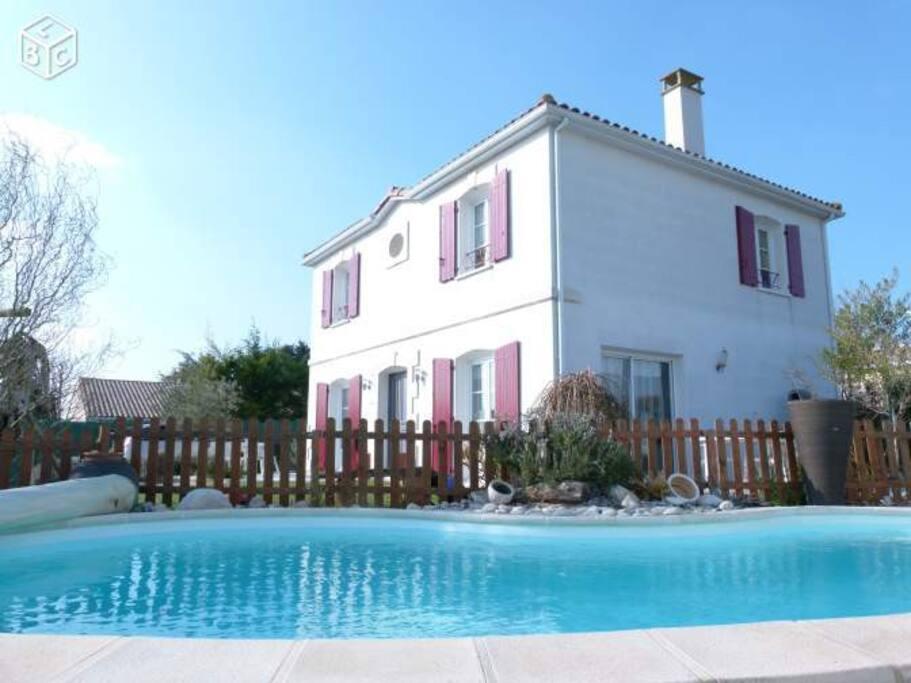 Chambre priv e romantique avec piscine plage houses for Chambre romantique 13