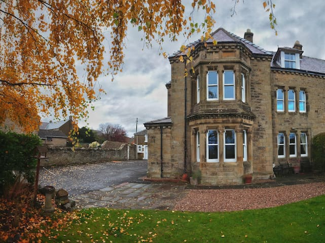 A homely Victorian house.  2 nights. Whole House.