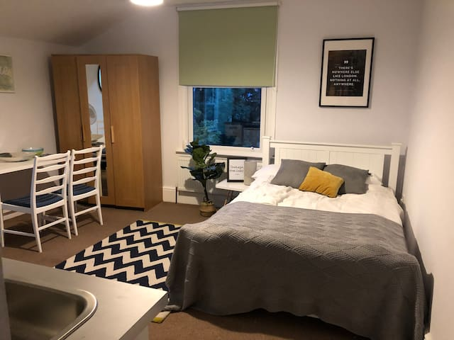 Comfortable, quiet flat for 2 near Notting Hill!