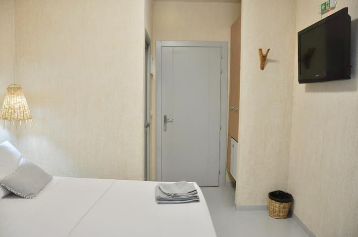 GEO & ART HOTEL - Deluxe Double Room with Balcony