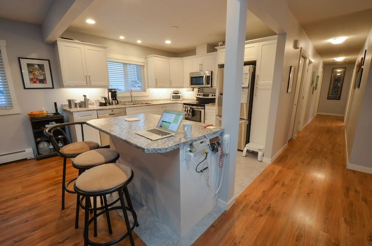 3Bd/2Ba Updated, North end, Yard & Gas BBQ